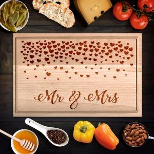 Mr. és Mrs. szívecskés vágódeszka