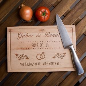 Egyedi gravírozott vágódeszka - esküvői