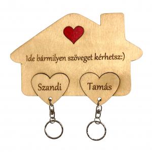 Szíves fali kulcstartó pároknak Valentin napra egyedi névvel és szöveggel